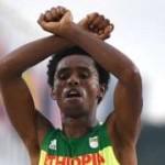 Feyisa Lilesa: Ethiopian protest runner lands in the US